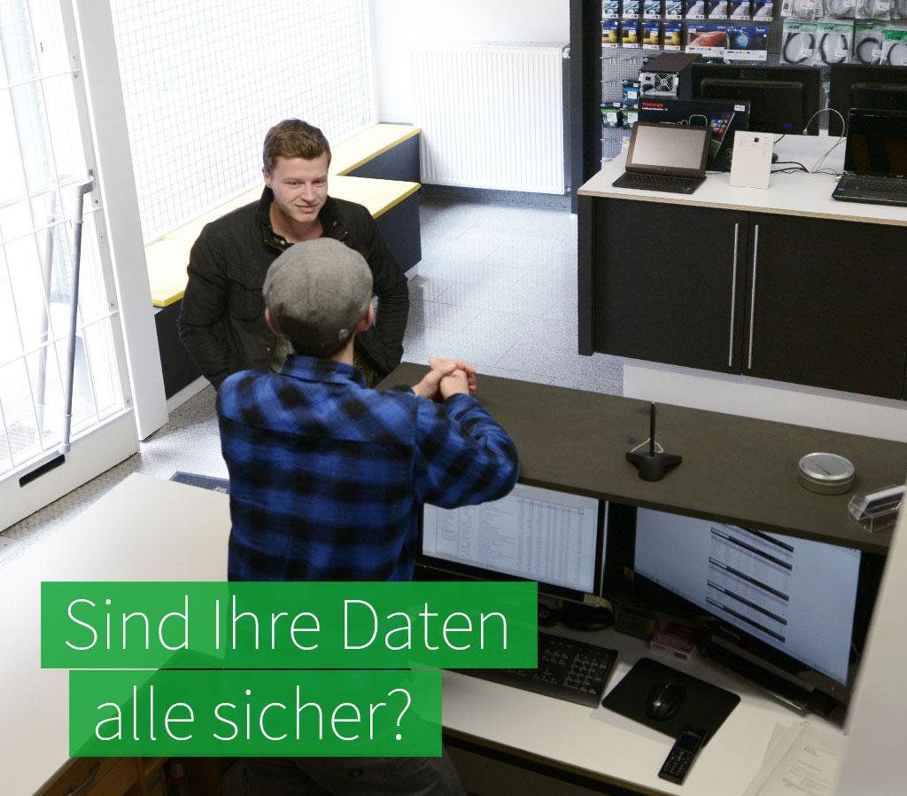 Beratung im satware Store zum Thema Datensicherung